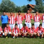 Pioniri Puste Reke iz Bojnika sa trenerom Bobanom Nikolićem.Foto Miloš Stamenković