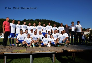 Na podijumu za prvaka MFL FK Jedinstvo,fudbaleri i vođstvo kluba Grdelica,25.jun 2017.