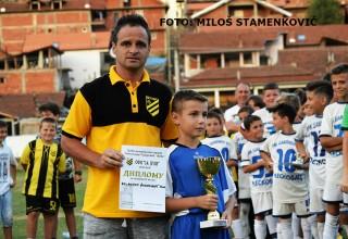 """Kapiten OFK """"Filip Filipović"""" Pehar za osvojeno drugo mesto Memorijalni turnir """"Aleksandar Todorović-Žuća"""" Grdelica: 14.jul 2017."""