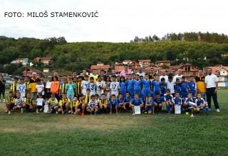 """Svi učesnici turnira cicibana """"Mekorijal Aleksandar Todorović-Žuća"""" Grdelica,14.jul 2017.godine"""