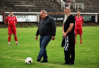 Memorijalna fudbalska utakmica:Dubočica-Partizan. Početni udarac izveo gradonačelnik Leskovca dr.Goran Cvetanović. Leskovac,22.maj 2018.godin