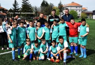 Praznik fudbala za cicibane Predsednik FSJO Saša Starčević sa ekipom FK Radan. Leskovac,06.april 2019.godine.